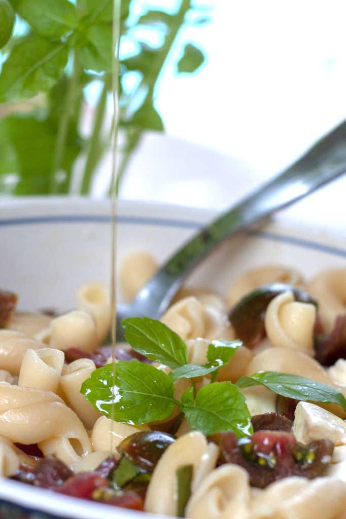 Pasta Caprese salad dressing