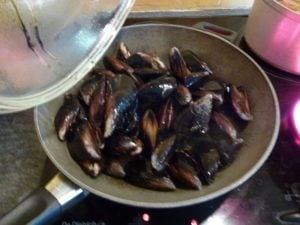 Cook the mussels