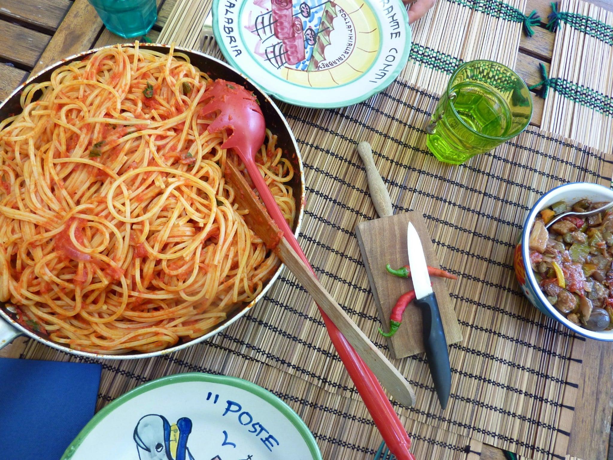canning-tomato-sauce-amatriciana