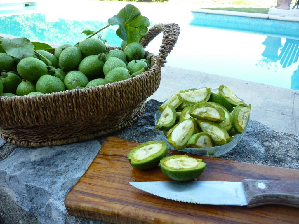 Cut the walnuts into quarters