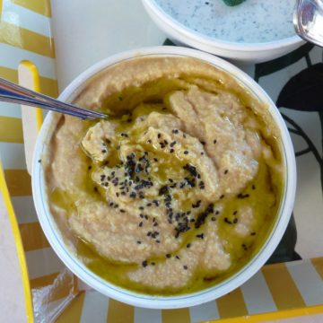 the easiest and quickest homemade hummus