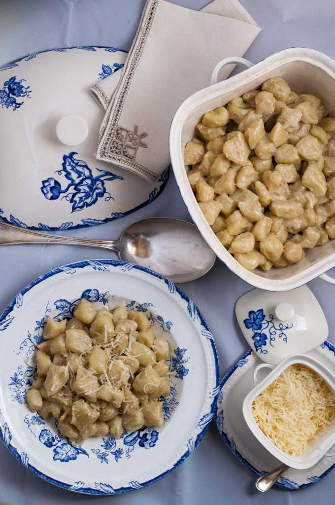 Truffle gnocchi sauce with Parmesan