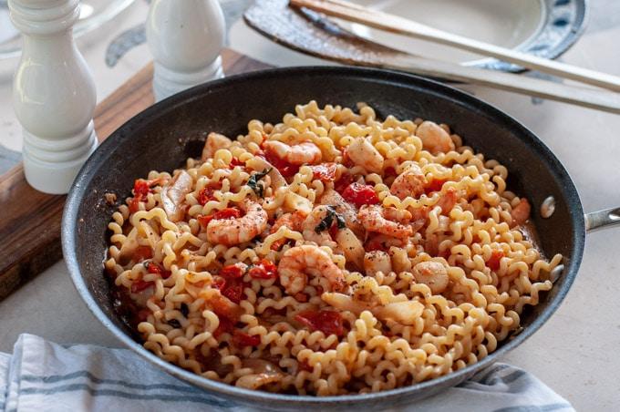 Shrimp tomato pasta