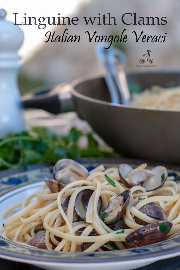 Linguine with clams is a classic Italian dish with what we call: Vongole Veraci. The clams are fresh and it is simply made with garlic, parsley and white wine. If you wish you can also add some fresh tomatoes. #yourguardianchef #italianfood #italianrecipe #pasta #seafood