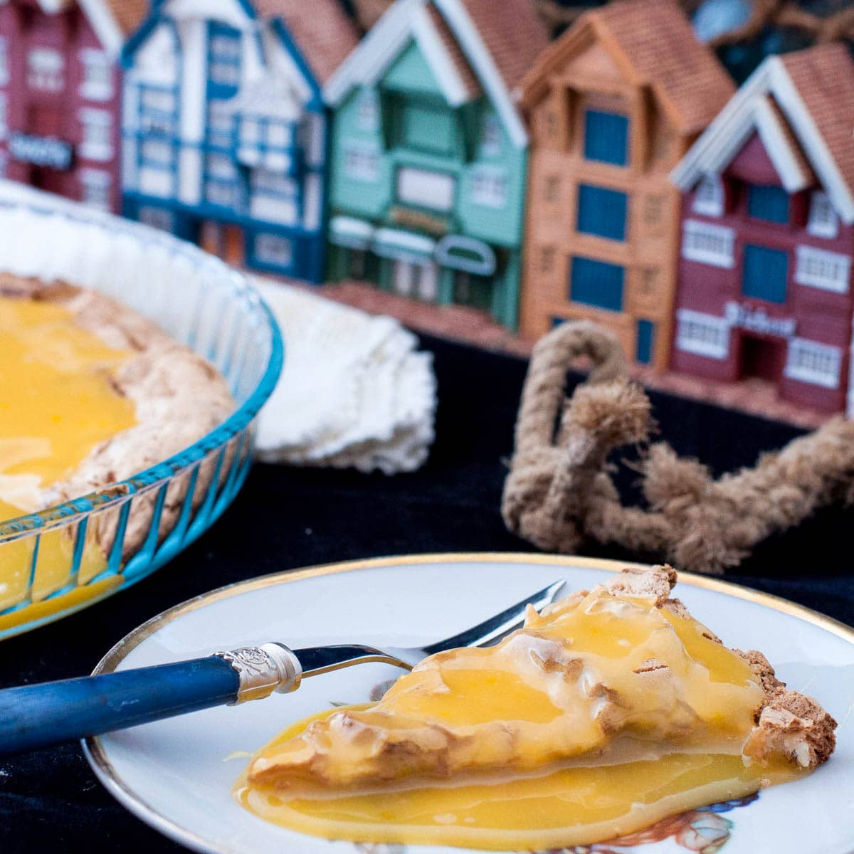 Suksesskake Almond Meringue and Butter Sauce H