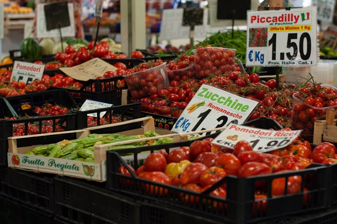 Market stand for fruits and vegetables