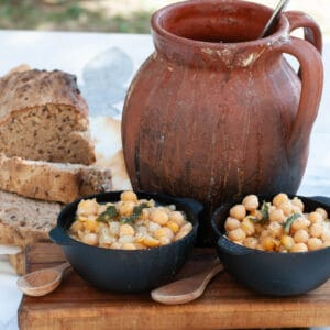 easy camping meals for family chickpeas cooked on a campfire