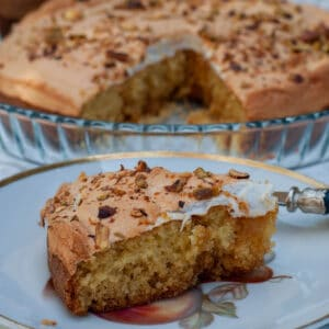 Apricot jam cake with marshmallow