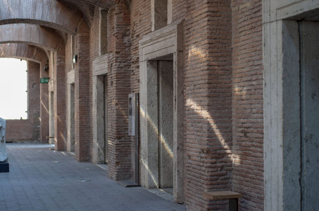 Shops with groin vaults