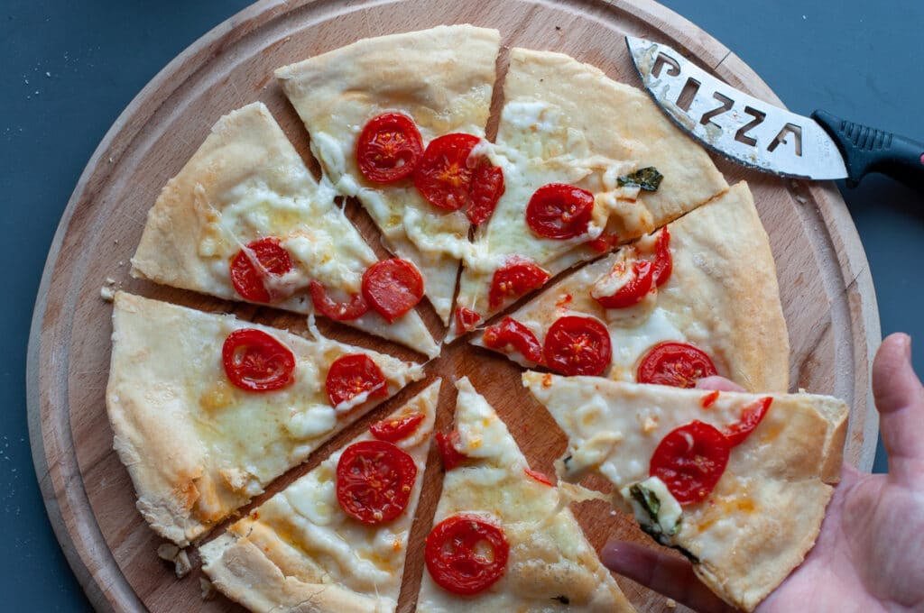 pizza burrata and cherry tomatoes