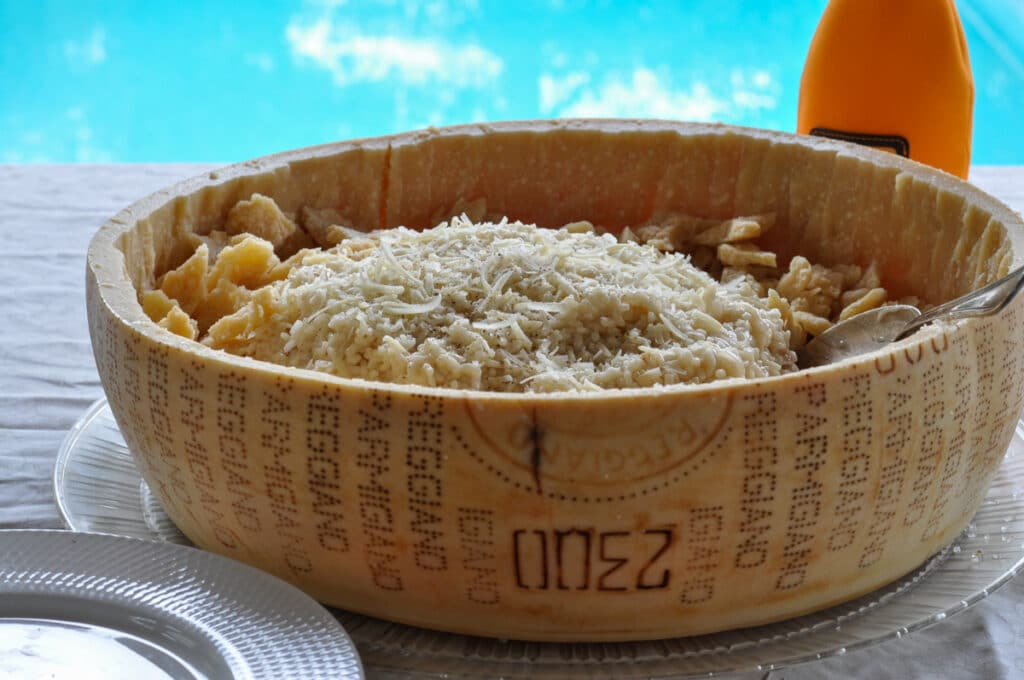 2 lb - 1 kg of risotto served in the Parmesan wheel