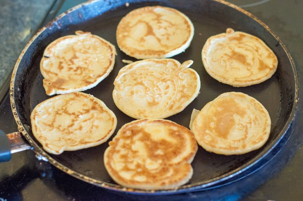 Cooking the small blini